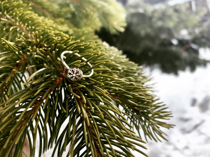 snowflake ring from @wander.fuel