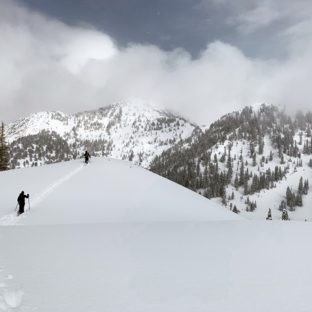 Backcountry skiing in between Big Cottonwood Canyon and Little Cottonwood Canyon, Utah