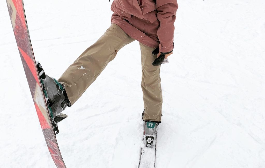 how to choose pants for downhill skiing