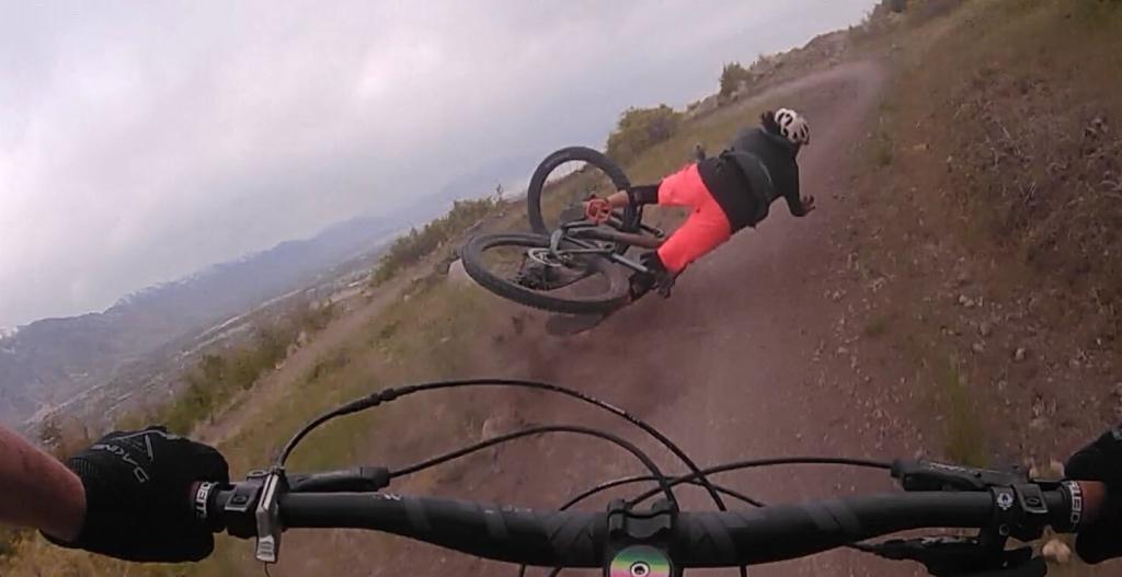 G Form Pro X2 knee pads - beginner women's enduro/ trail riding bike set up